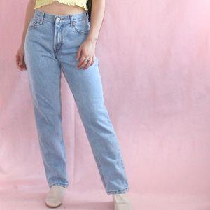 (252) VTG 1990s Grunge Light Wash Mom jeans